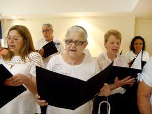 """Coral de pacientes executou a canção """"Aquarela"""", do compositor Toquinho"""